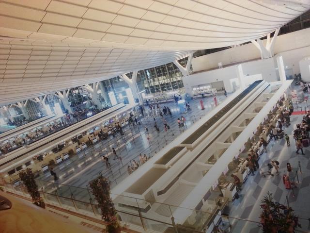 空港内での移動に便利なのは?