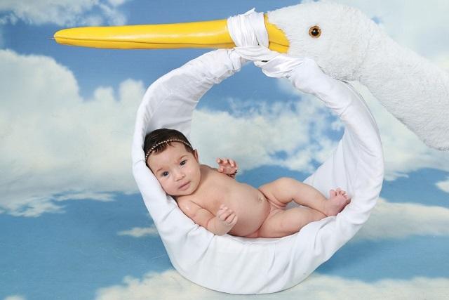 赤ちゃんは飛行機にいつから乗れる?気になる運賃と快適に旅するコツ