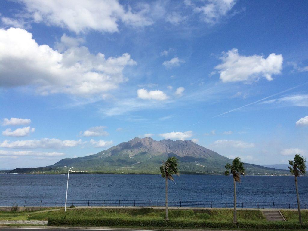 鹿児島へ飛行機でお得に行く方法は?お得な旅行で温泉とグルメを満喫