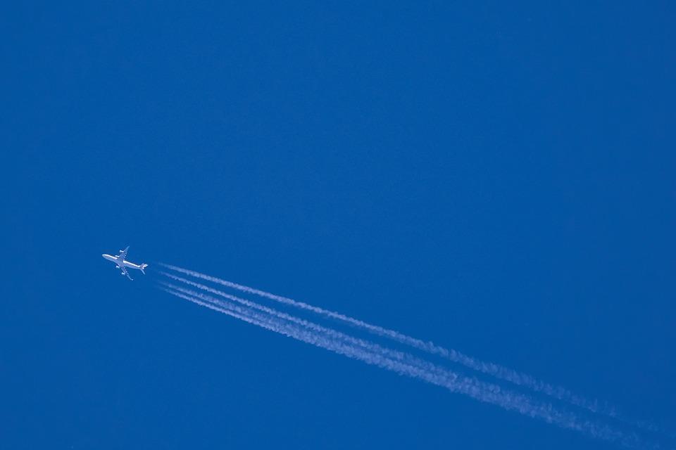 青空 飛行機雲