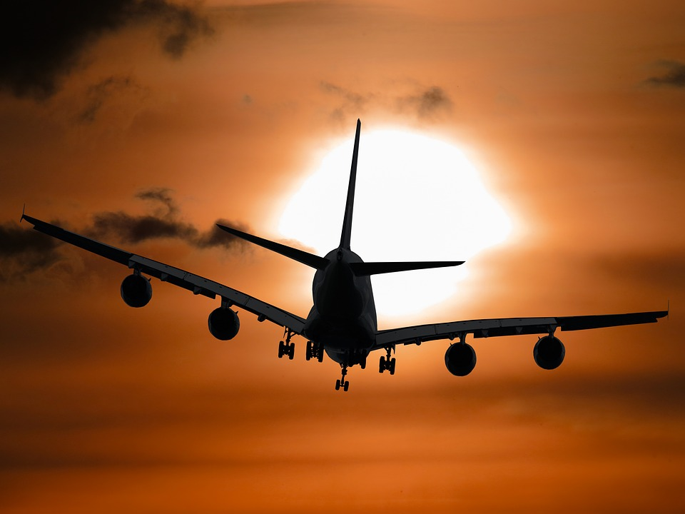 飛行機 夕日